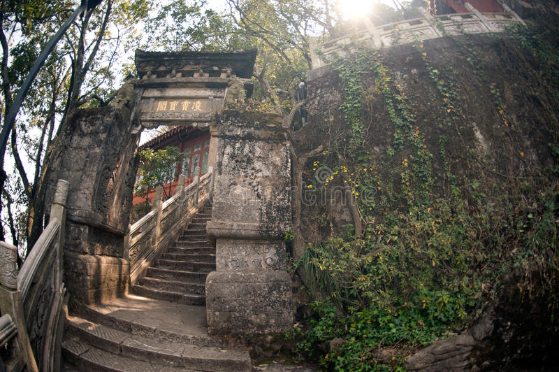 Entrada perto de Dragon Gate no monte ocidental na cidade de Kumming fotografia de stock royalty free