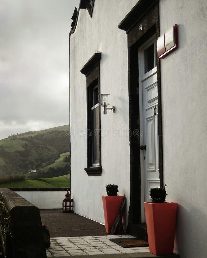 Entrada pintoresca del hotel, Azores fotografía de archivo