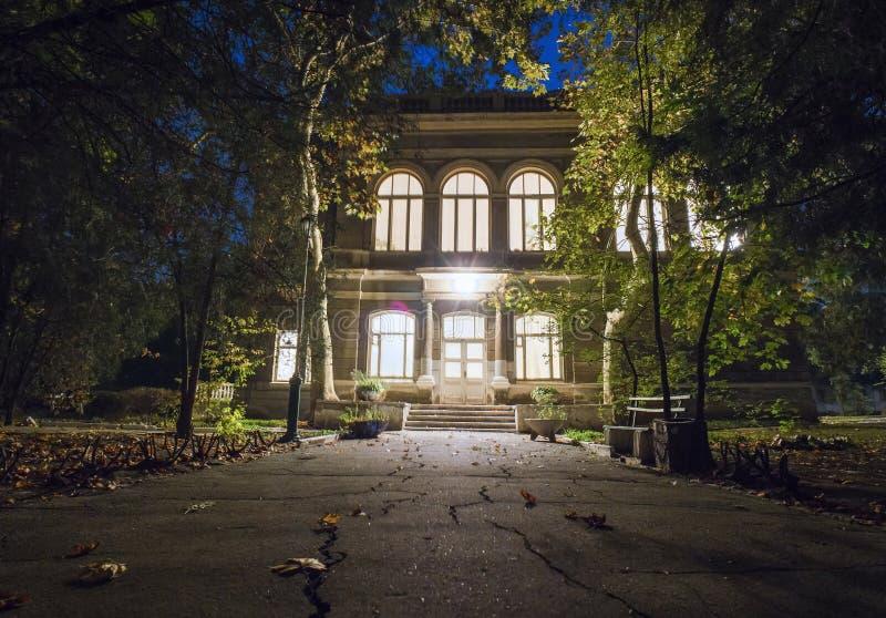 A entrada principal à casa velha fotografia de stock royalty free