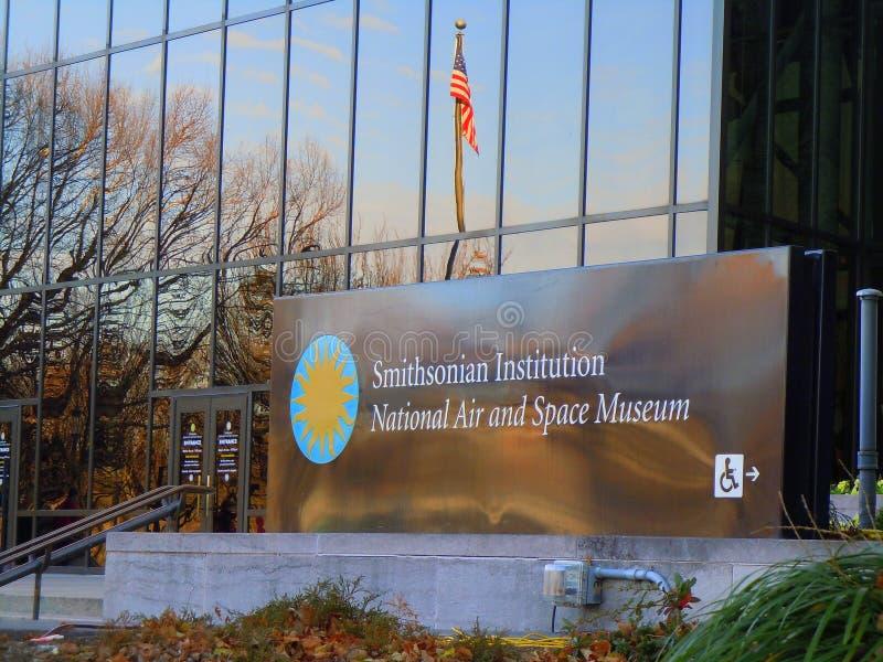 Entrada principal al aire y al museo espacial foto de archivo