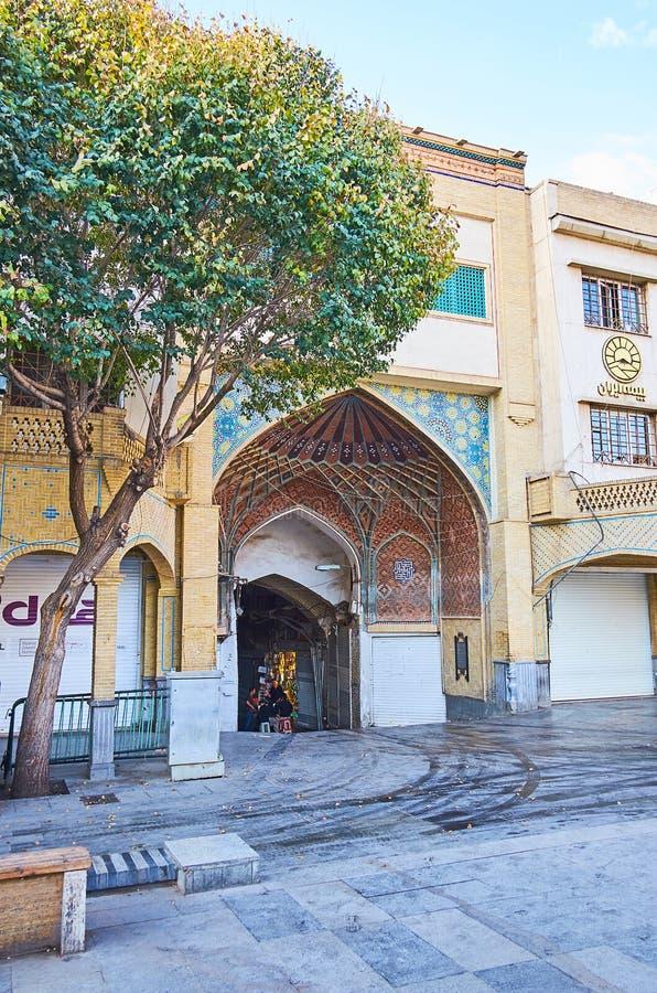 A entrada principal ao bazar grande de Tehran imagens de stock