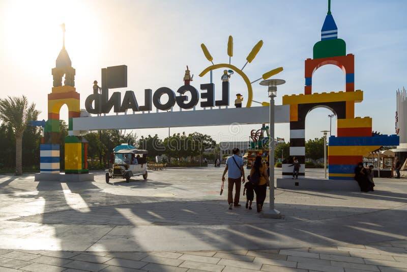 Entrada principal ao parque de diversões Legoland Vista da parte traseira imagem de stock