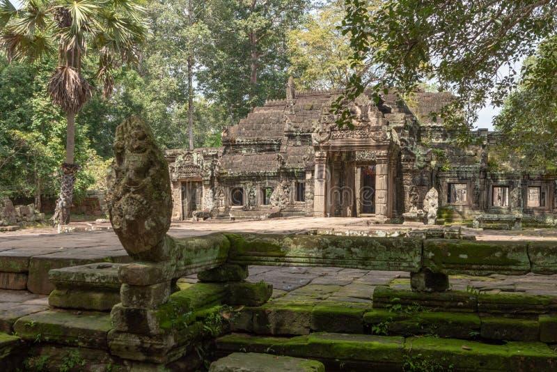 Entrada principal de Banteay Kdei dos protetores da serpente da pedra fotos de stock royalty free