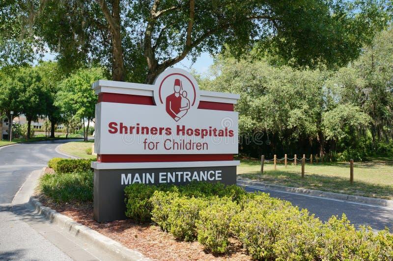 A entrada principal de hospitais de Shriners para crianças imagens de stock