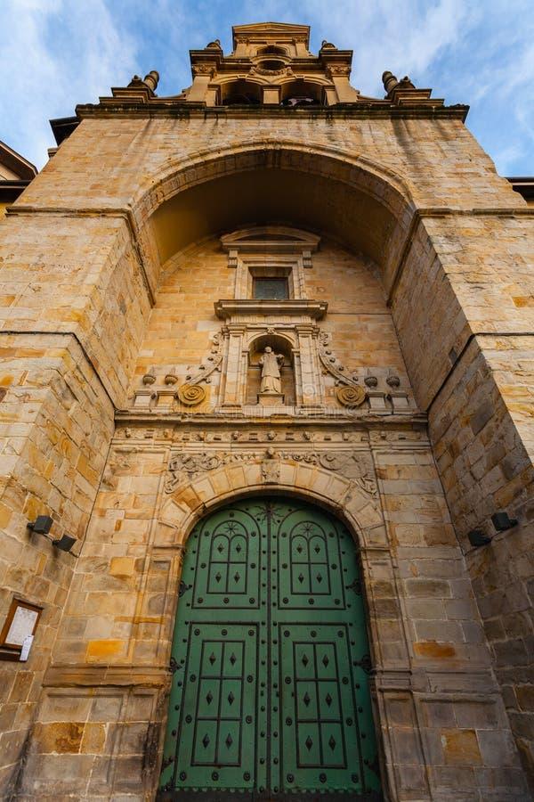 Entrada principal de la iglesia de Vicente del santo en Bilbao imagen de archivo libre de regalías