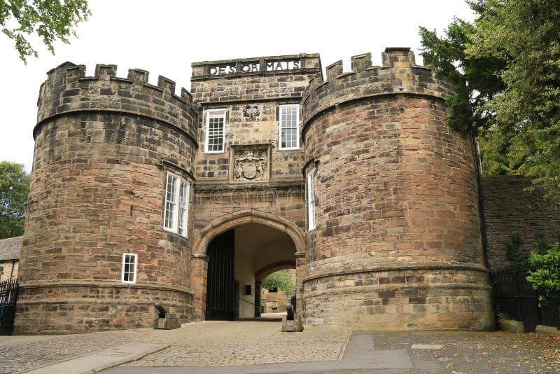 Entrada principal del castillo de Skipton imagen de archivo