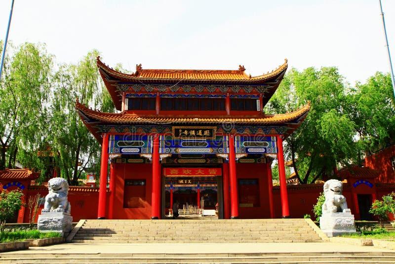 A entrada principal do templo de Mudanjiang Yuantong foto de stock royalty free
