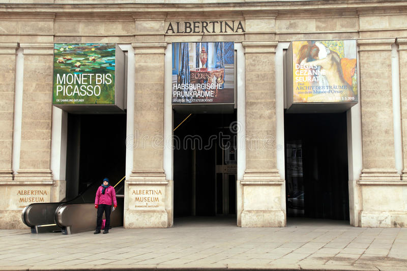 Entrada principal en el museo de Albertina, Viena imagen de archivo