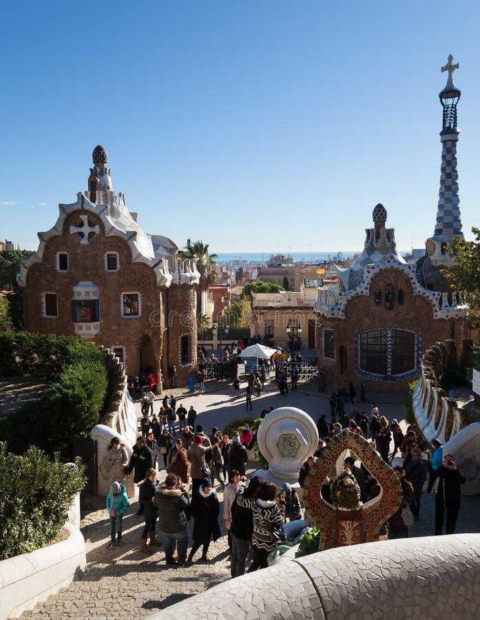 Entrada principal en el parque Guell en Barcelona fotos de archivo