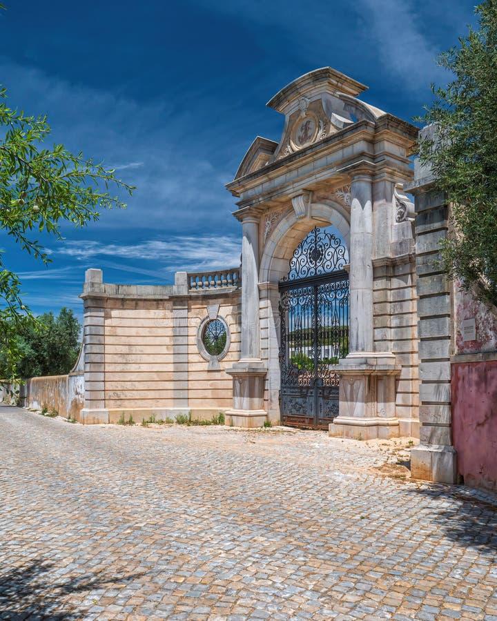 Entrada principal original, palácio de Estoi, Estoi, o Algarve, Portugal imagens de stock royalty free