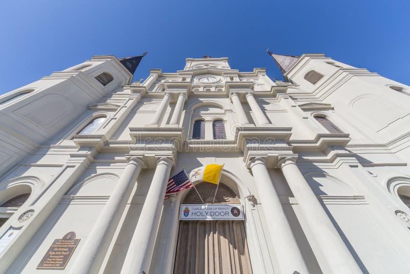 Entrada principal a St Louis Cathedral no bairro francês, Nova Orleães, Louisiana imagem de stock