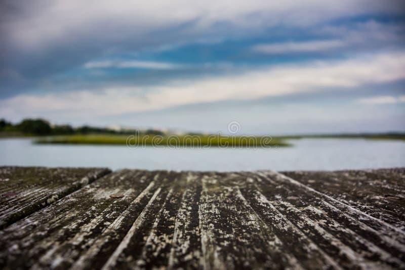 Entrada sobre o passeio à beira mar de madeira fotos de stock