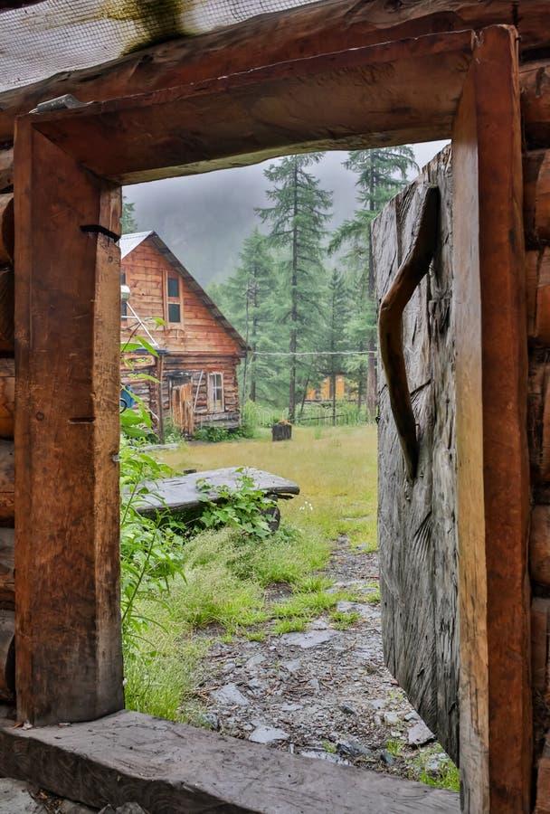 Entrada soleada de la puerta misteriosa Nuevo concepto de la vida o del principio imagen de archivo