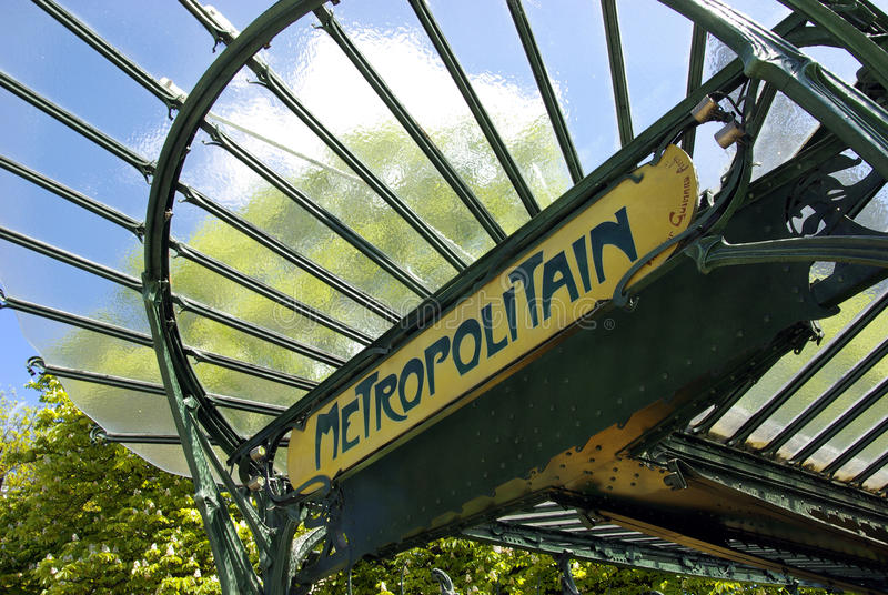 Entrada subterráneo parisiense típica fotografía de archivo libre de regalías
