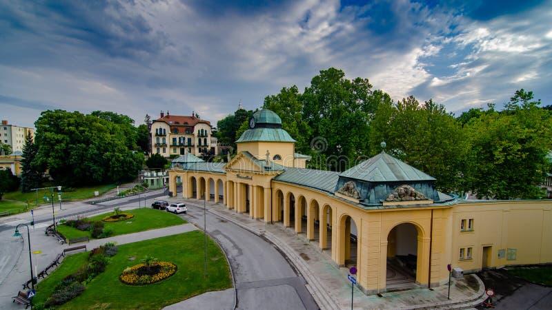 A entrada a Thermalbad Voslau em Voslau mau, Áustria imagens de stock royalty free