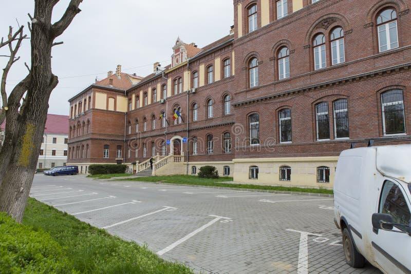 Entrada traseira da fiscalização da escola de Cluj Napoca imagem de stock