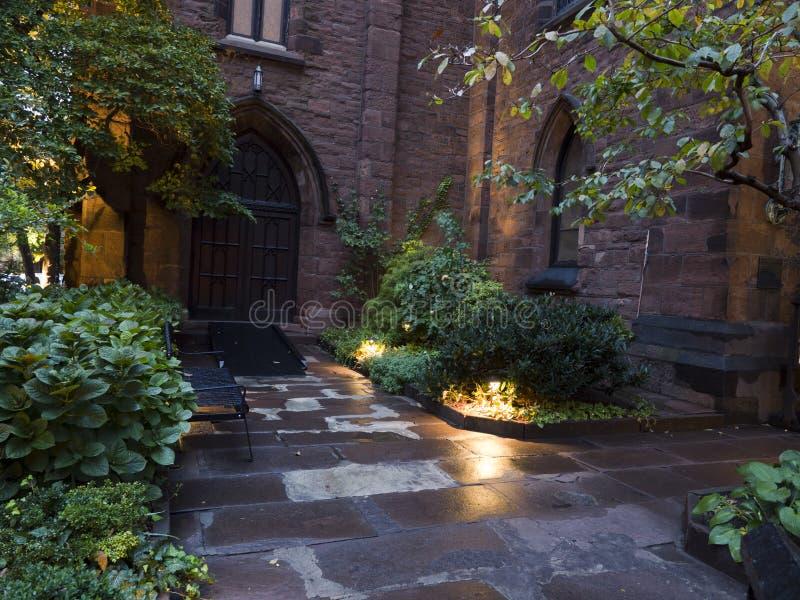 Entrada trasera de una iglesia Nueva York imagen de archivo