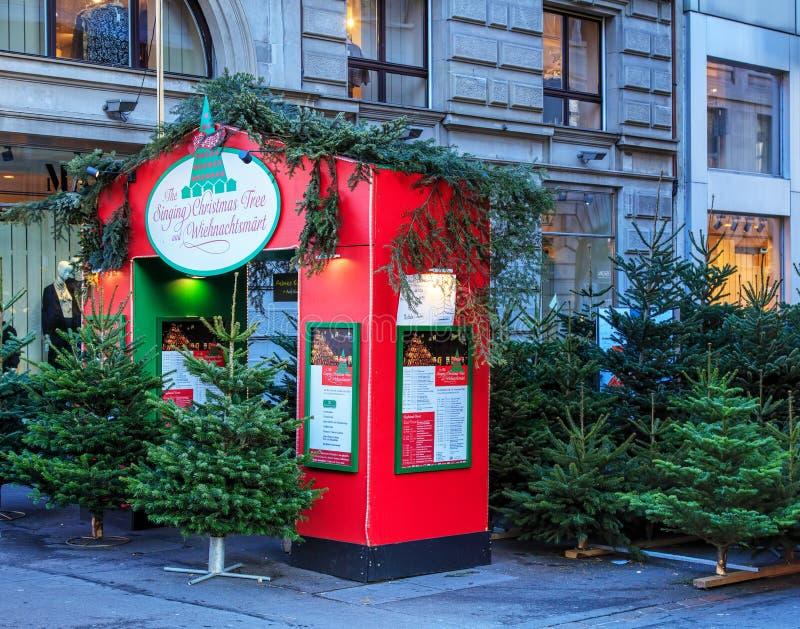 Entrada a um mercado do Natal em Zurique imagem de stock