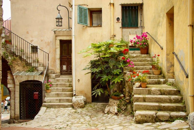 Entrada a uma casa velha, turbie do la, França imagens de stock royalty free