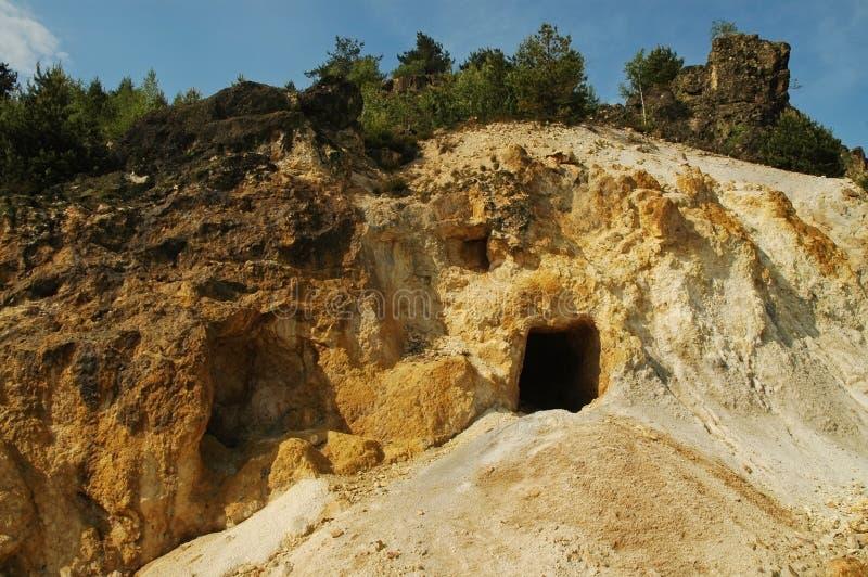 Entrada a uma mina de ouro, Romania imagem de stock