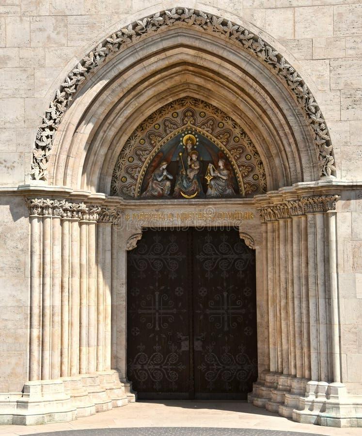 Entrada y arco de la iglesia de Matías en Budapest fotos de archivo