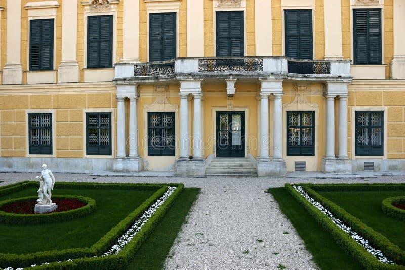Entrada y escultura Viena del palacio de Schonbrunn fotografía de archivo libre de regalías