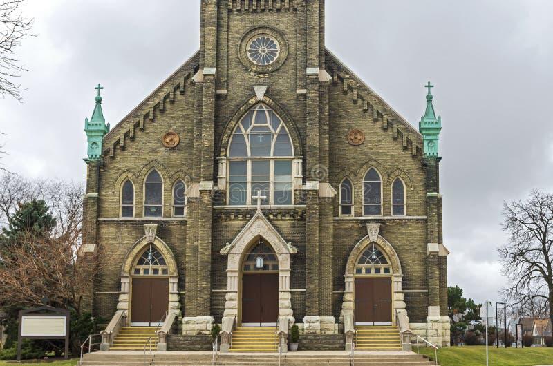 Entrada y fachada de la iglesia emblemática de Milwaukee imagen de archivo libre de regalías