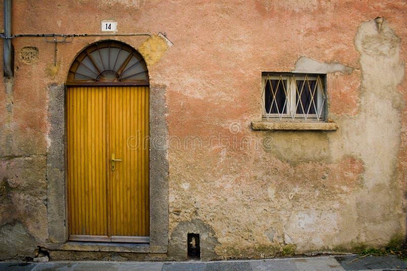 Entrada y ventana arqueadas fotografía de archivo libre de regalías