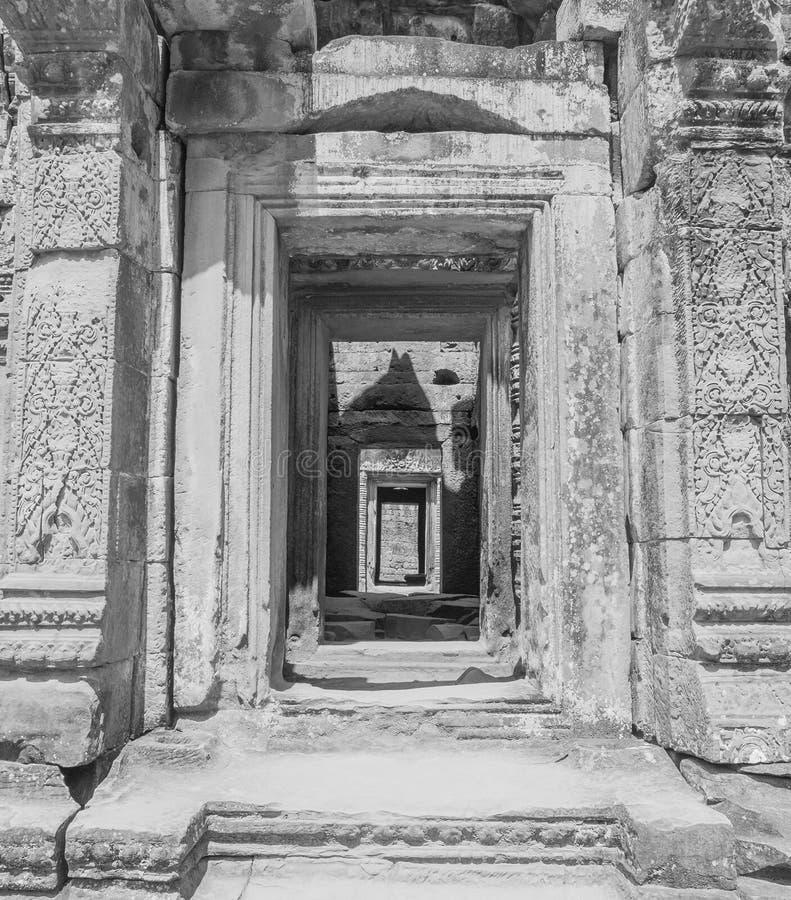 Entradas e corredor em ruínas do templo fotos de stock royalty free