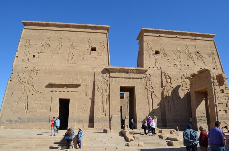 Entradas e parede do templo de Philae, Egito antigo fotos de stock royalty free