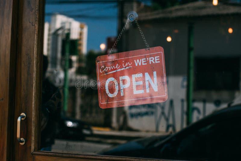 Entrado n?s estamos abertos