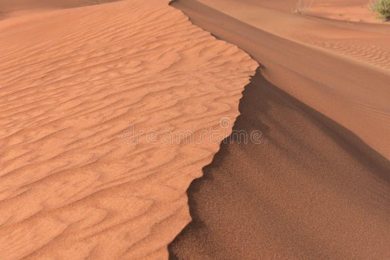 Entrambe le parti di una duna di sabbia fotografie stock