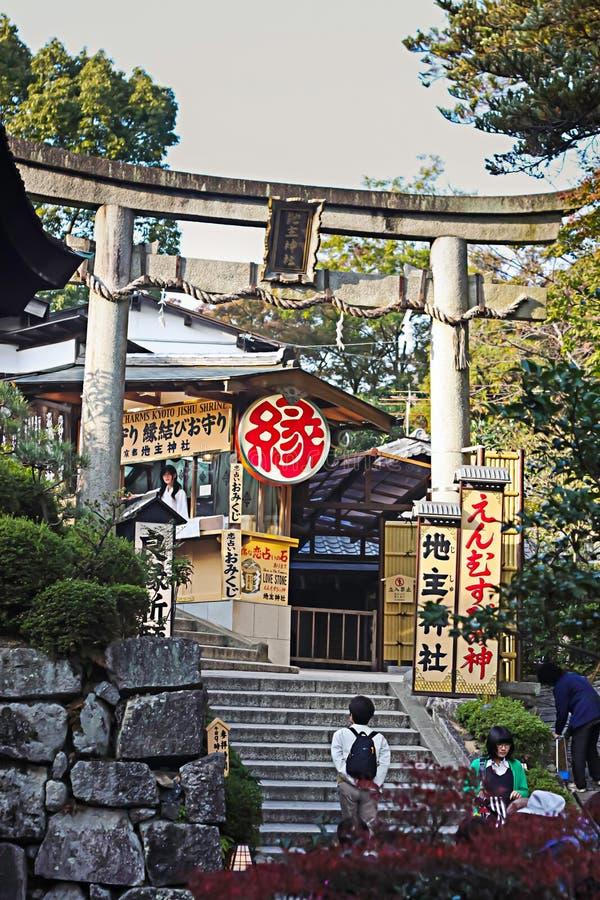 Entramce ворот к виску Kiyomizu-dera, Киото стоковое изображение