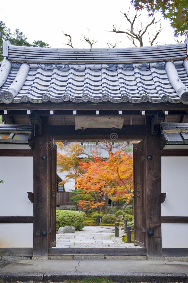 Free Entrance Door To Beautiful Japanese Maple Garden During Autumn At Enkoji Temple In Kyoto, Japan Stock Images - 93255124