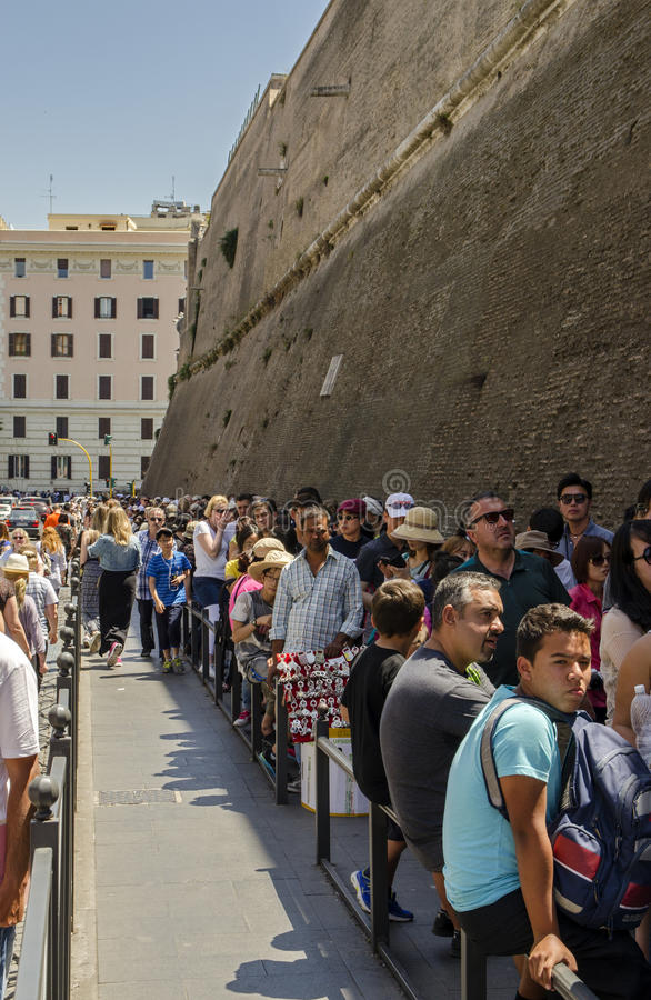 Entrance Line To Vatican City Editorial Stock Image