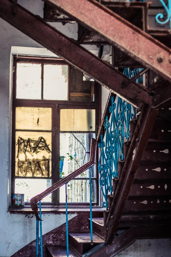 Free Entrance Of A Residential Building From The Inside. Old Vintage Building From Inside. Stairs And Window, Vertical Shot Stock Images - 204788564