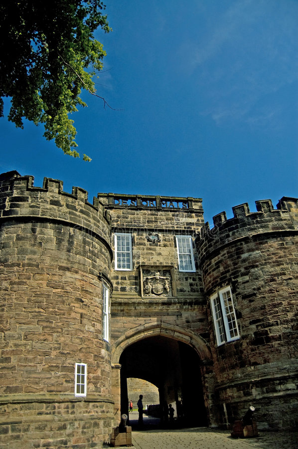 Free Entrance To The Castle Royalty Free Stock Images - 6303559