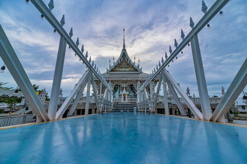 Entrance Wat Veerachote Thammaram, Chachoengsao, Tailândia imagens de stock royalty free