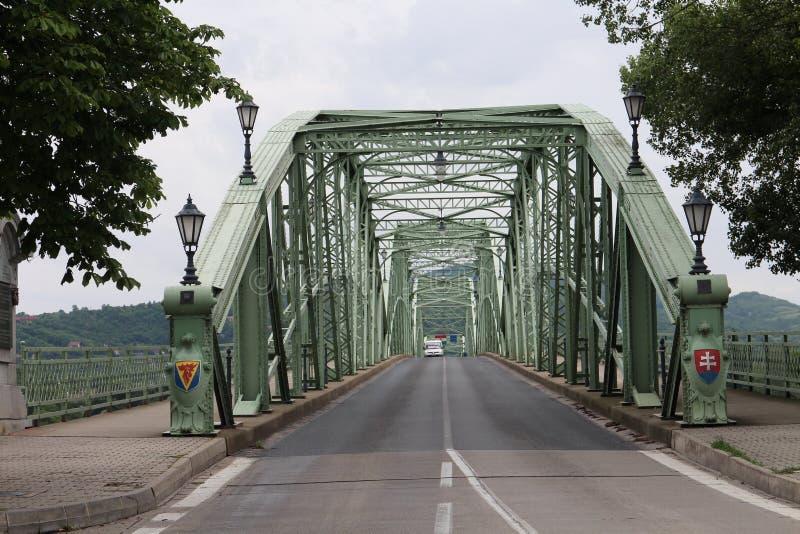 Entrant au pont de Maria Valeria entre la Hongrie et la Slovaquie du côté slovaque, le Danube, Esztergom/Ostrihom photographie stock libre de droits
