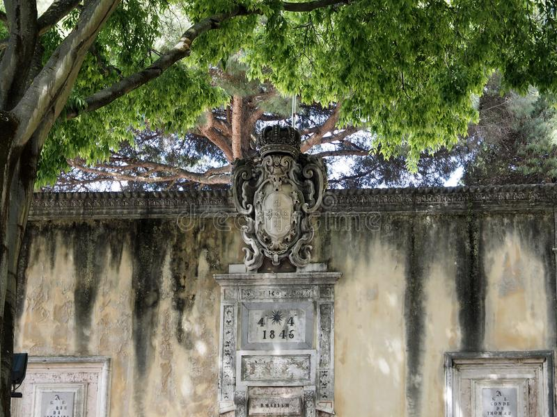 Entrante aan beroemde Castelo DE Sao Jorge in Lissabon in Portugal stock foto