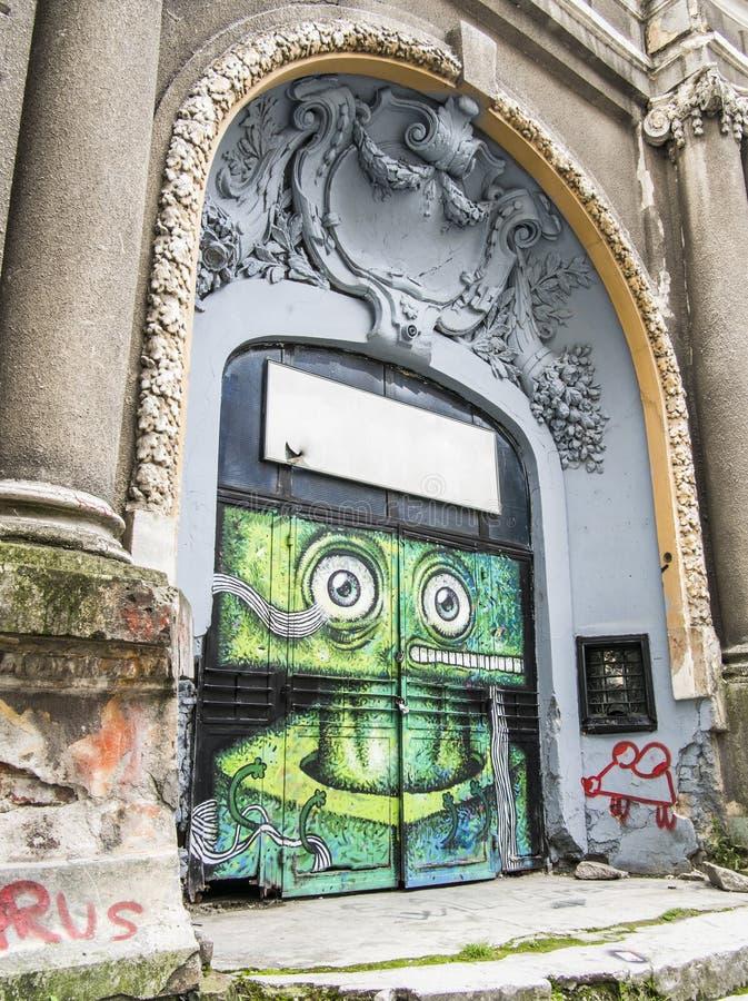 Entrata abbellita con i graffiti immagine stock
