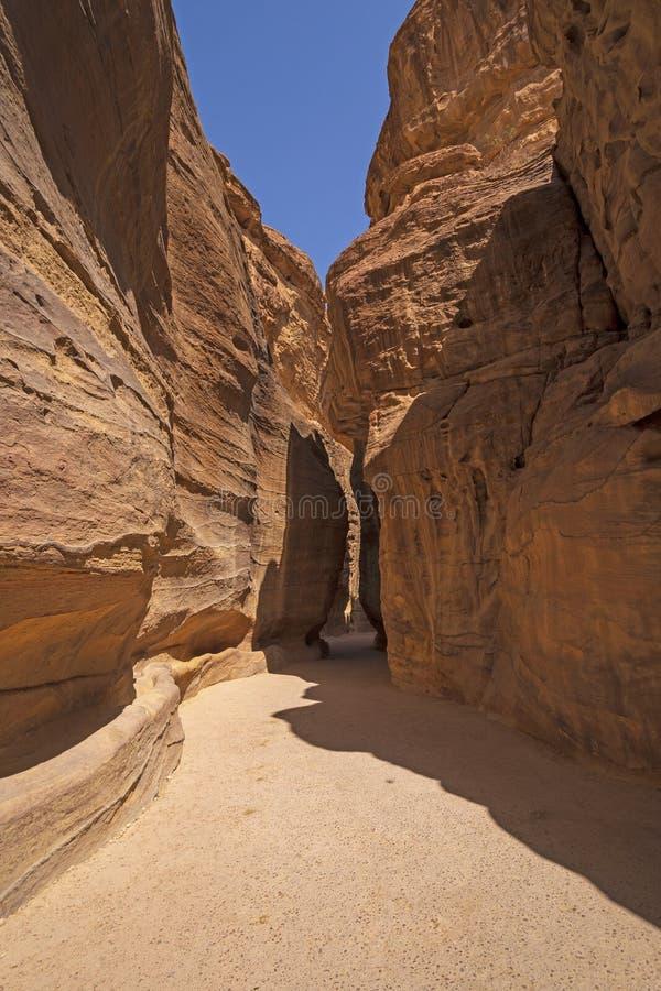 Entrata ad un canyon della scanalatura del deserto immagini stock