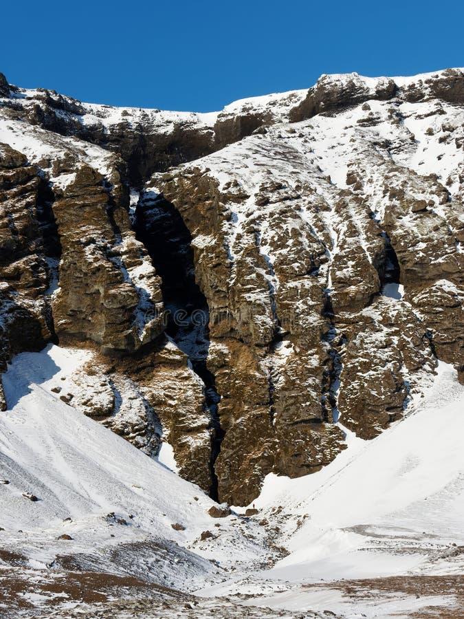 Entrata al canyon di Raudfeldsgja, penisola di Snaefellsness, Islanda ad ovest nell'inverno fotografia stock libera da diritti