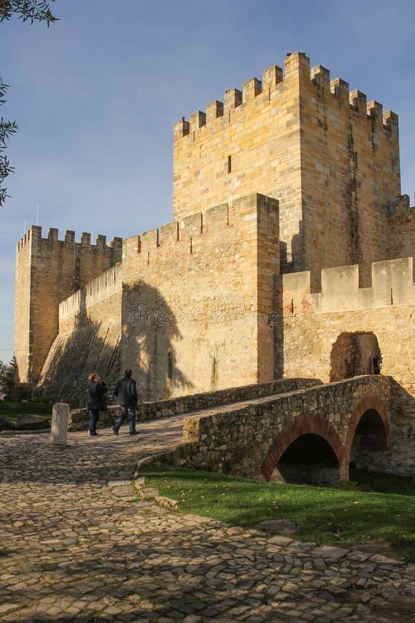 Entrata al castello di sao Jorge.  Lisbona. Il Portogallo fotografia stock