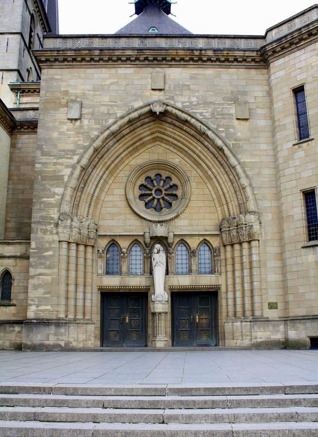 Entrata al Notre Dame Cathedral luxembourg fotografia stock libera da diritti