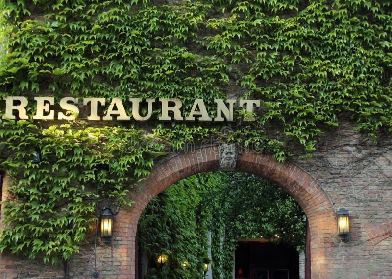 Entrata al vecchio ristorante immagine stock