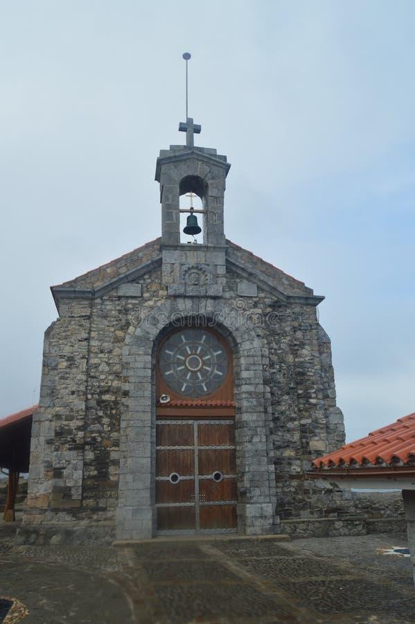 Entrata all'eremo del gioco di San Juan De Gaztelugatxe Here Is Filmed dei troni Paesaggi della natura di architettura fotografie stock libere da diritti