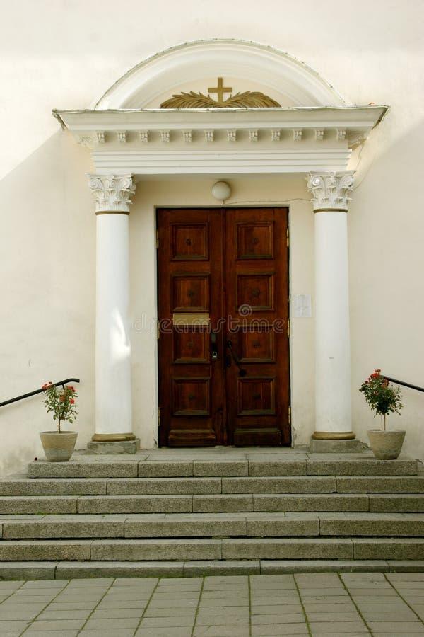 Entrata alla chiesa immagini stock libere da diritti