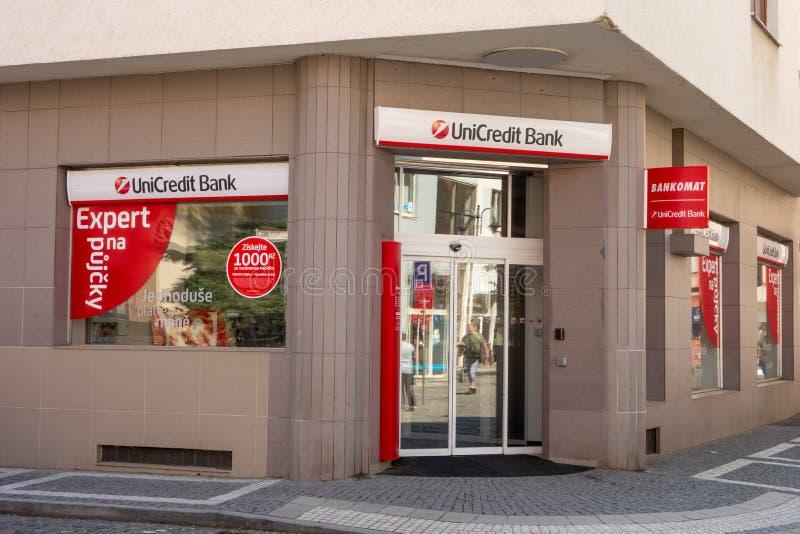 Entrata alla costruzione della Banca di UniCredit fotografie stock libere da diritti