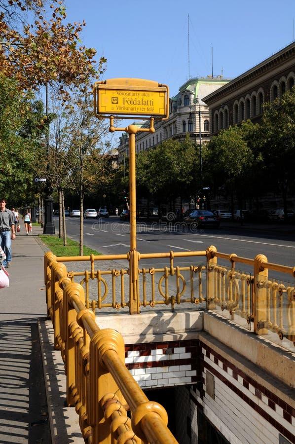 Entrata alla stazione di metropolitana a Budapest fotografia stock
